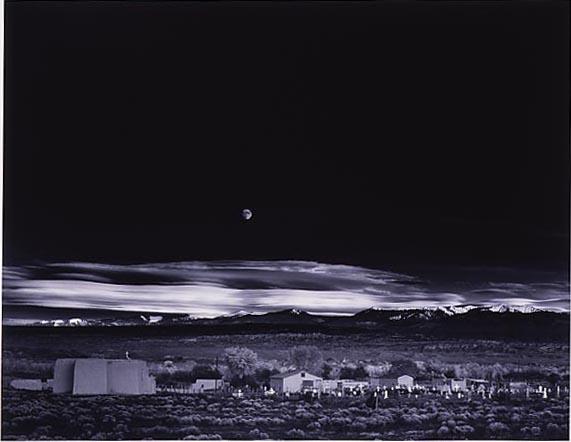 アンセル・アダムズ「エルナンデスの月の出。ニューメキシコ州、1941年。」