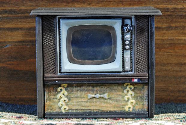 テレビに夢中だった01