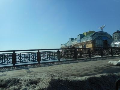 まぶしい春の海