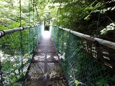 揺れる吊り橋