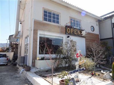 オープンのお店の外観