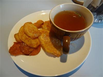 ハンバーグセットのスープとポテト