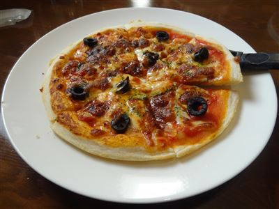 Aランチのメインのピザ