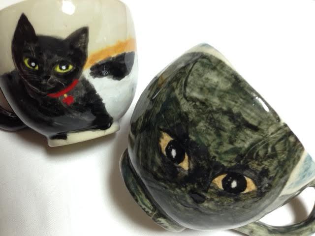 左の後ろは黒猫