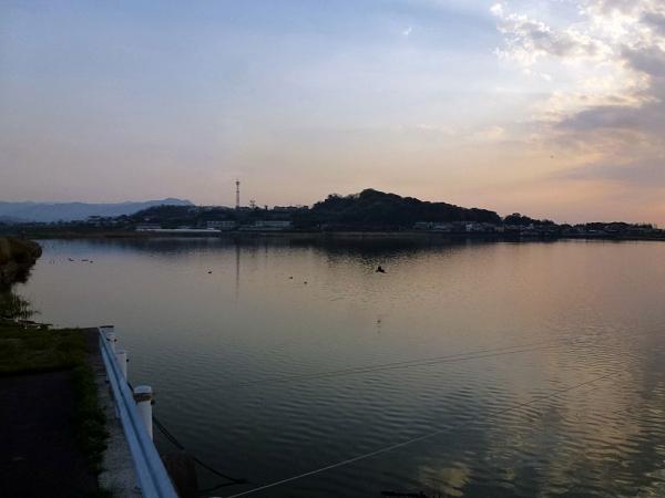 ため池の夕暮れ2