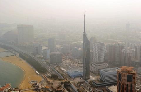 PM2・5で、かすむ福岡市内