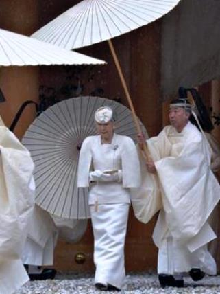 2天皇陛下、伊勢神宮参拝02