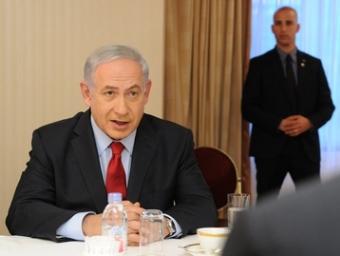 インタビューに答えるイスラエルのネタニヤフ首相
