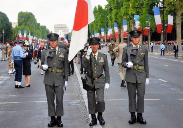 自衛隊が海外でパレード初参加02