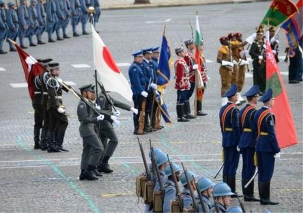 自衛隊が海外でパレード初参加01