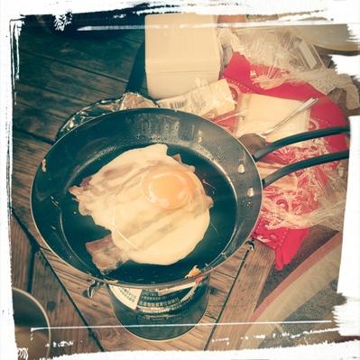 ハムエッグを作る