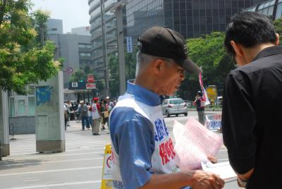 7月1日博多駅前街宣・署名柴田