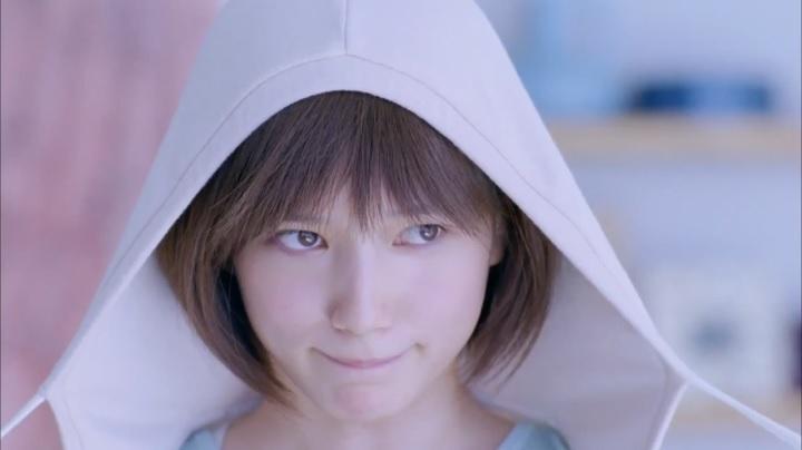 2代目【GTO】神崎麗美Yahoo! JAPANファッション篇、服を迷う(?)様子の神崎