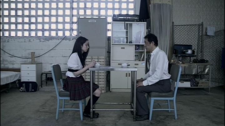 【完全なる飼育】前川伶早のヌード、会話で行儀が悪いと煩く(?)言われる