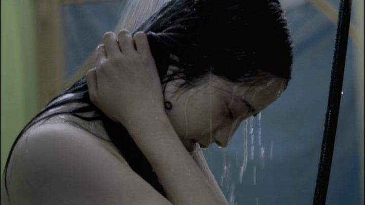 【完全なる飼育】前川伶早のヌード、シャワーシーンのアップ