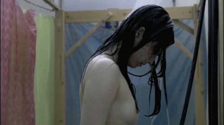 【完全なる飼育】前川伶早のヌード、シャワーで乳首を披露