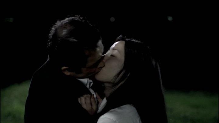 【完全なる飼育】前川伶早のヌード、濃厚(?)なキスを開始