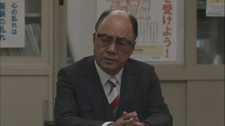 内山田副校長(田山涼成)