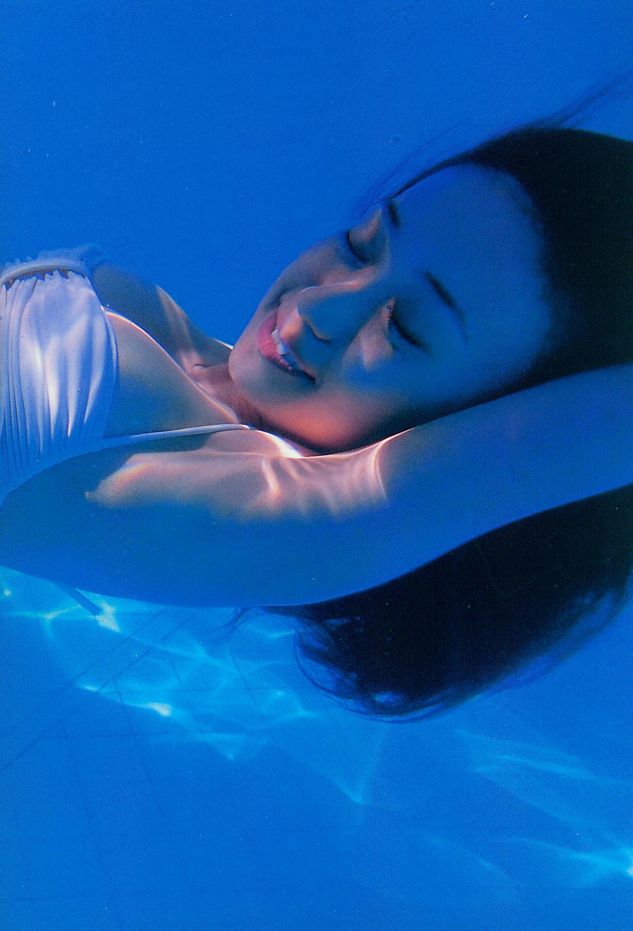 大島優子の脱ぎやがれ!水着(水中、プール?)5