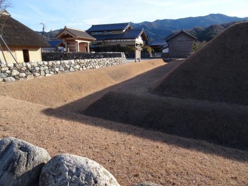 5土塁と堀 (1200x900)