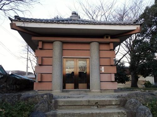 2多胡碑覆堂 (1200x900)
