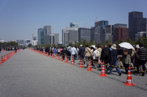 3行列のできる江戸城 (1200x800)