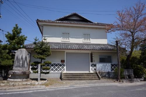 6なんとか美術館 (1200x800)
