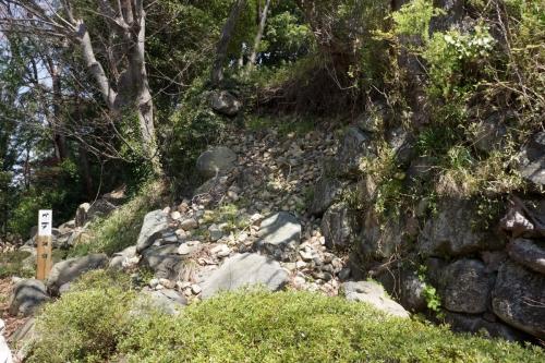 4崩れた石垣 (1200x800)