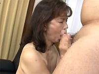 人妻熟女動画:巨乳熟女の濃厚フェラチオ抜き!