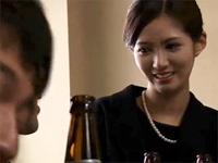 人妻熟女動画:お通夜に参加した旦那の友達に輪姦される未亡人 星野ナミ