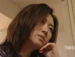 人妻熟女動画 : クリーニング屋の男を部屋に連れ込み溜まった性欲を処理してもらう団地妻