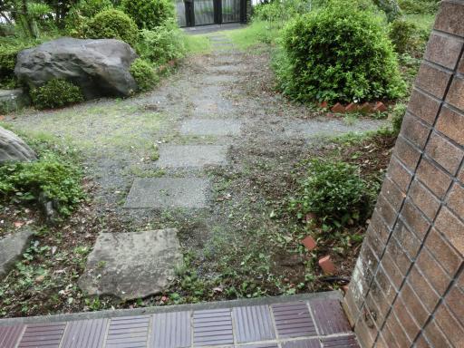 玄関前除草