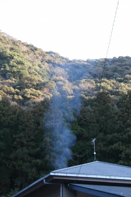 ひとすじの煙が昇っていく