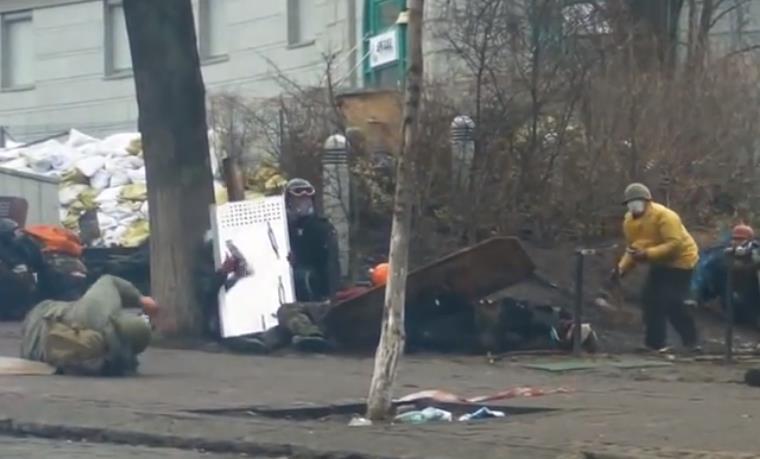 ウクライナのデモ隊がスナイパーにより次々と射殺されていく動画がうpされる