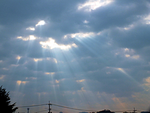 雲間から光