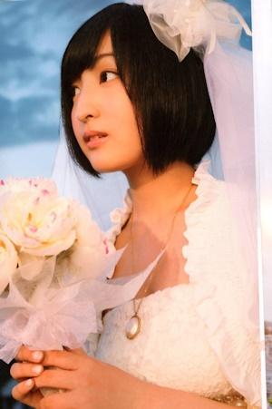 ウエディングドレスの佐倉綾音