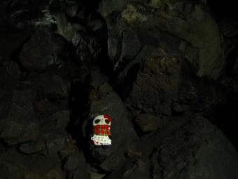 ばぶちゃんゴツゴツ岩で