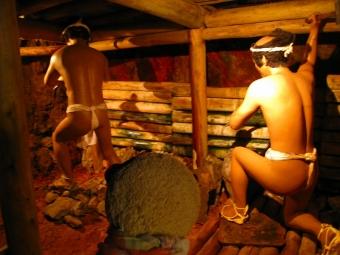 金の採掘作業
