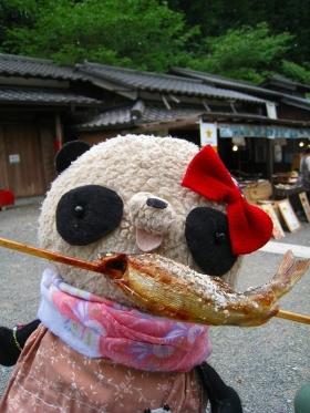 おばぶ鮎食べる