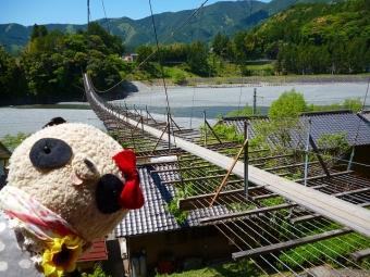 塩郷の吊り橋でどーん