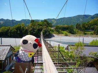おばぶ塩郷の吊り橋にて