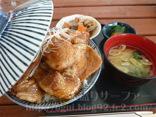 館山ランチコンテナキッチンで豚丼大盛り038