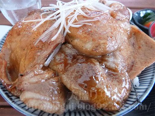 館山ランチコンテナキッチンで豚丼大盛り039