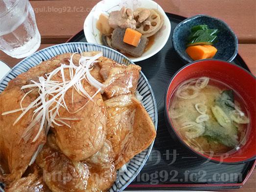 館山ランチコンテナキッチンで豚丼大盛り044