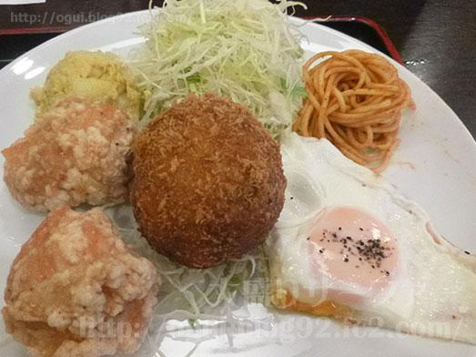 千駄ヶ谷の東京厨房でキャベツメンチ定食001