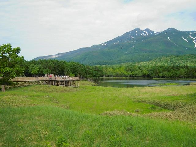 湖畔展望台と知床連山