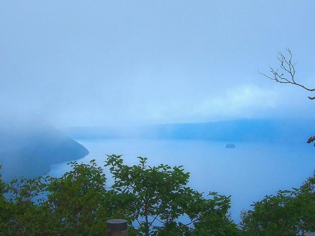 幻想的な霧の摩周湖