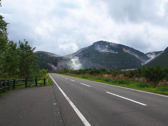 道々52号線の硫黄山側の景色