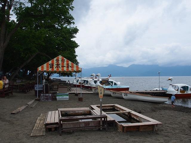 屈斜路湖のボート乗り場と足湯