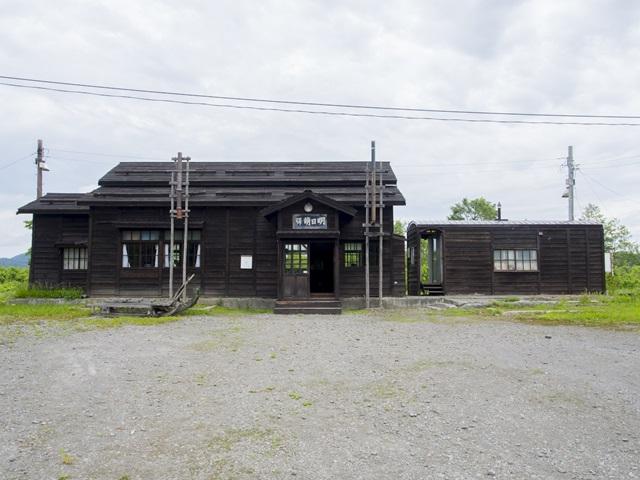 恵比島駅と明日萌駅の木造駅舎